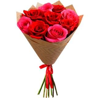 Букет Красные и розовые розы в крафте 9 шт